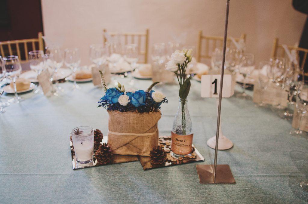centro de mesa rústico azul
