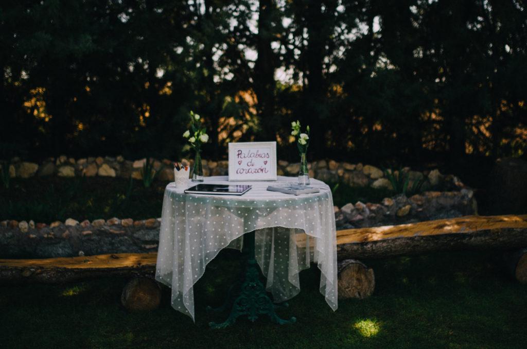 mesa de firmas centro de flores plumeti