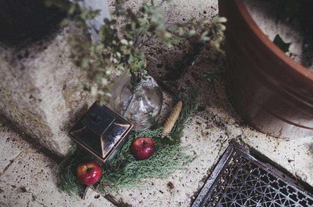 decoración rústica farolillo vegetación manzana