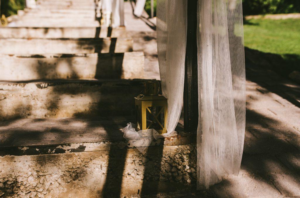 decoración escalinata escalera tul farolillo