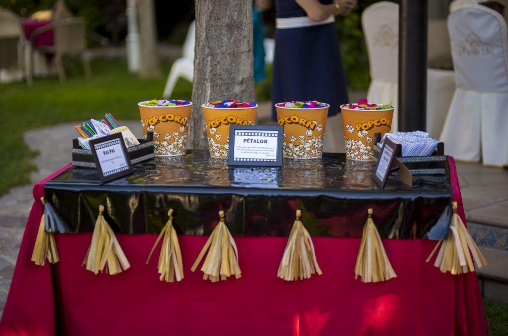 boda de cine cubos palomitas pétalos pompones