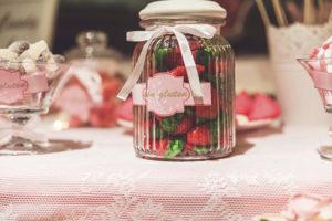 mesa dulce candy bar bote fresas lazo rosa