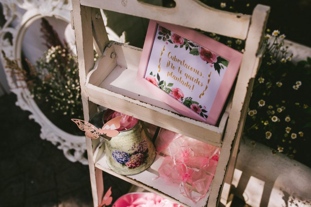 escalera estantería decoración romántica