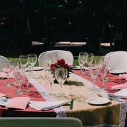 decoración mesa rosa arpillera centro