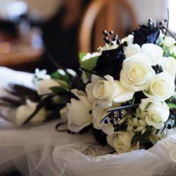 ramo de novia negro boda heavy